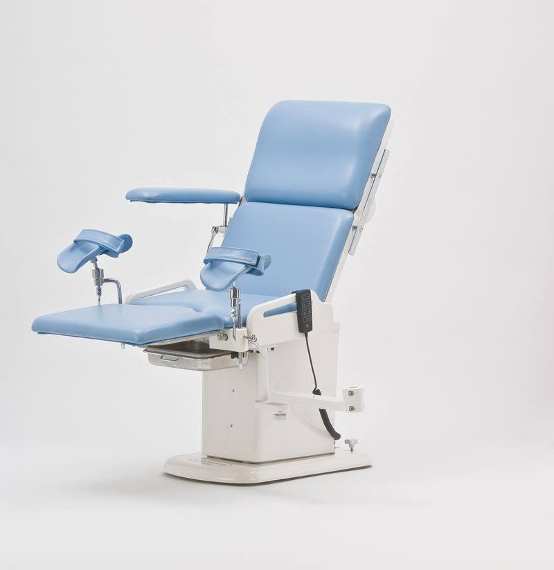 Как женщина залазит на гинекологическое кресло, девушки с деревни голые фото
